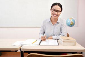 Berapa gaji guru dan dosen di Indonesia?